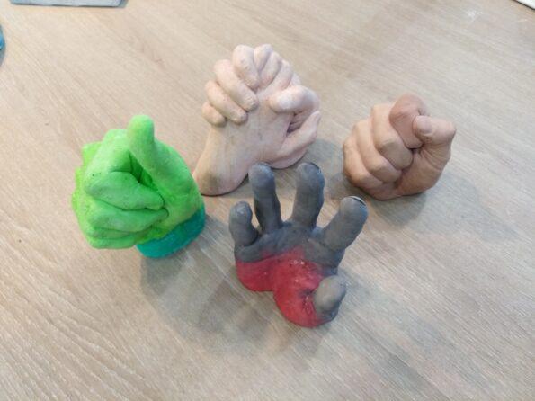 Manos creadas con alginato y jesmonite